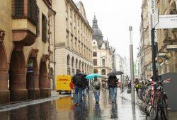 Kein Musikerwetter in der Grimmaischen Straße. Foto: Ralf Julke