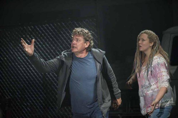 Holländer (Heiko Trinsinger) und Senta (Dorothea Herbert). Foto: Falk Wenzel