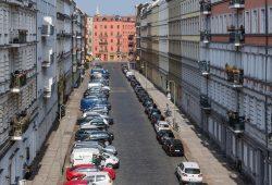 Das normale Bild: zugeparkte Straßenränder. Foto: Ökolöwe
