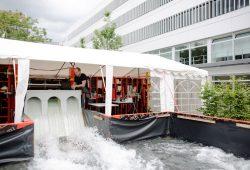Im Wasserbaulabor der HTWK Leipzig wurde die Talsperre im Maßstab 1 : 8 nachgebildet. Foto: Robert Weinhold/HTWK Leipzig