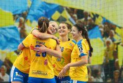 Das Lächeln der Siegerinnen: Nele Reimer, Shenia Minevskaja, Nina Reißberg und Joanna Rode (v.l.) bejubeln ihren Erfolg. Foto: Jan Kaefer