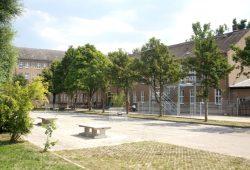 Die Asylunterkunft in der Friederikenstraße. Foto: Alexander Böhm