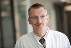 Prof. Christoph Baerwald, Leiter der Rheumatologie am UKL und Sprecher des Rheumazentrums. Foto: Stefan Straube / UKL