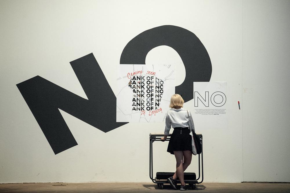 """Ankündigung der Bank-of-NO Aktion in der Ausstellungsansicht """"Terra Mediterranea: In Action"""". Foto: Walther Le Kon"""