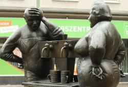 Der Brunnen in der KarLi tröpfelt auch nur sporadisch. Foto: Ralf Julke