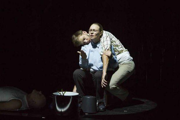 Florian Steffens (Ed) und Anja Schneider (Kruso). Foto: Rolf Arnold