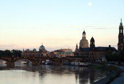 Barockes Ambiente und Pegida-Heimat. Die Stadt Dresden im Abenddämmerlicht. Foto: L-IZ.de