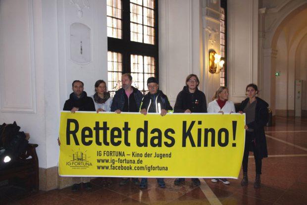 Die IG Fortuna demonstrierte vor der Ratsversammlung für ihr Anliegen. Foto: Michael Freitag