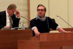 Grünen-Stadtrat Tim Elschner in der Ratsversammlung. Foto: L-IZ