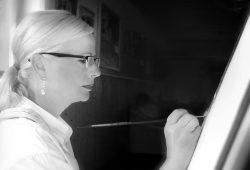 Die Suhler Malerin ELWIDA. Foto: privat
