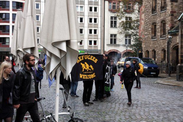 Erste Zeichen kurz nach 17 Uhr an der Nikolaikirche. Foto: L-IZde