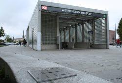 Der Referenzpunkt gleich vorm Eingang zur S-Bahn-Station Wilhelm-Leuschner-Platz. Foto: Ralf Julke