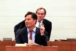 Heiko Rosenthal (Die Linke) und OBM Burkhard Jung (hinten). Foto: Michael Freitag