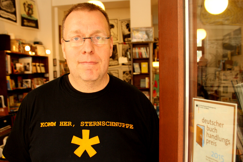 Peter Hinke hat jetzt zwei ausgezeichnete Buchhandlungen. Foto: Ralf Julke