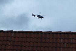 Hubschrauber der Bundespolizei über Leipzigs Dächern. Foto: Ralf Julke