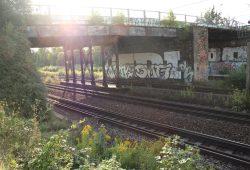 Die über 100 Jahre alte Landsberger Brücke. Foto: Ralf Julke