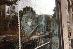 In der Nacht zum Montag attackierten Unbekannte das Leipziger linXXnet. Foto: linXXnet