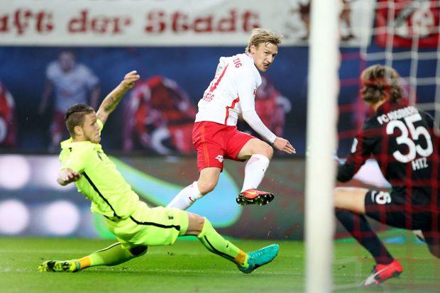 Emil Forsberg schießt RB in die Führung. Foto: GEPA pictures