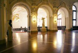 Blick ins Treppenhaus des Neuen Rathauses. Foto: Ralf Julke