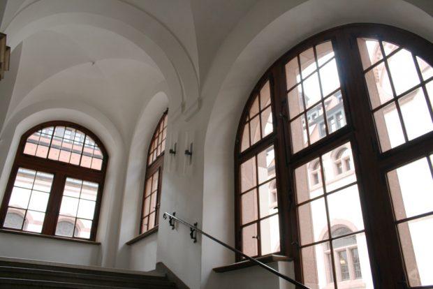 Treppe im Neuen Rathaus. Foto: Ralf Julke