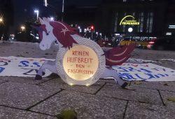 """Foto: """"Antifaschistische Herzigkeit"""""""