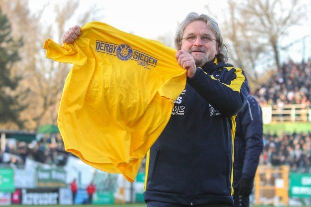 Kann Heiko Scholz nach dem Derbysieg im Viertelfinale nun auch bald den Pokalsieg feiern? Foto: Jan Kaefer (Archiv)