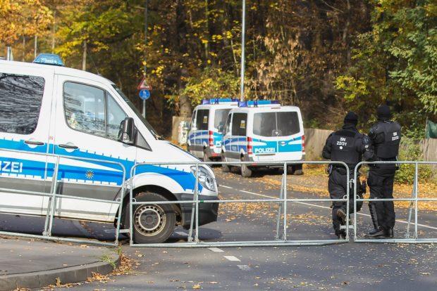 Sicher ist sicher. Große Polizeipräsenz in Leutzsch. Foto: Jan Kaefer