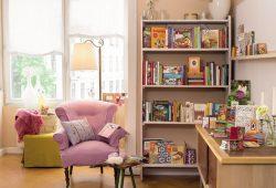 Zahlreiche Klassiker aus 70 Jahren Verlagsgeschichte sind auch noch heute in vielen Wohnzimmern zu finden. Foto: BuchVerlag für die Frau/Sandra Neuhaus