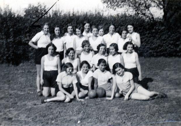 Frauenfussballmannschaft im Jahr 1930, Bar Kochba. Foto: SML Kopie v. Orig. Gerda Landsberg