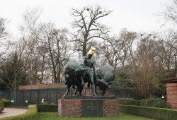 Jason-Skulptur im Zoo Leipzig. Foto: Ralf Julke