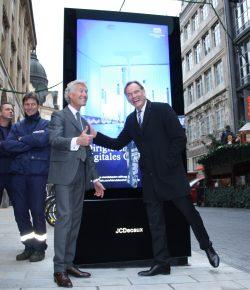 Vorfreude auf neue Werbeerlebnisse: Jean-François Decaux und OBM Burkhard Jung. Foto: Ralf Julke