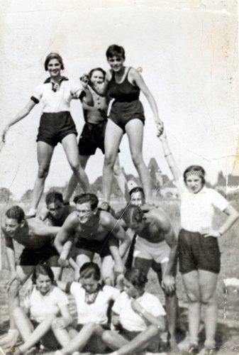 Mädchenfußball im Jahr 1935. Quelle: SML Kopie v Orig. Gerda Landsberg / Tüpfelhausen e.V.
