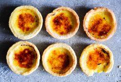 Mandarinen-Crème-Brûlée-Tartelettes. Foto: Maike Klose