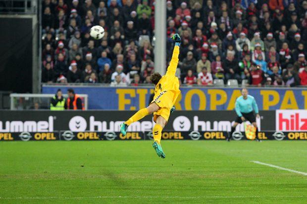Keeper Alexander Schwolow (Freiburg) kassierte insgesamt 4 Treffer. Foto: GEPA pictures/Roger Petzsche