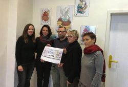 von rechts nach links: Beate Ehms (Stadträtin Leipzig), Barbara Höll (Vorsitzende des Spendenvereins der Bundestagsfraktion DIE LINKE), Peter Thürer (Sozialarbeiter AIDS-Hilfe Leipzig), Susanna Karawanskij (MdB), Sarah Buddeberg (MdL). Foto: Die Linke