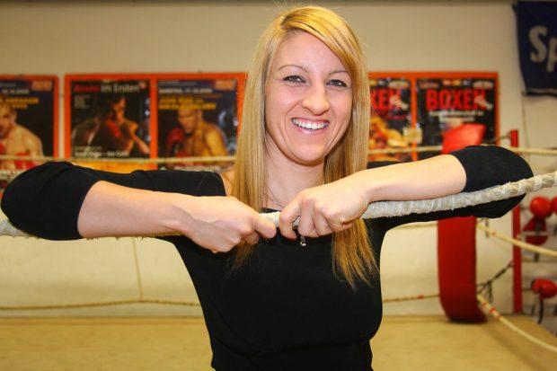 Nicht zum Kochen in ihrem zweiten Wohnzimmer angetreten. Sandra Atanassow in der Trainingshalle des Boxring Atlas im Sportforum Leipzig. Foto: Jan Kaefer