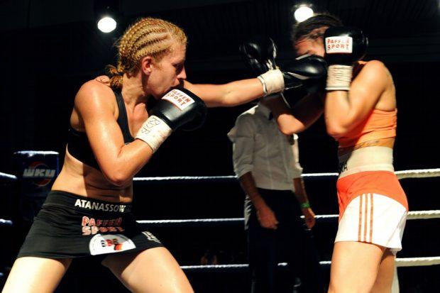Gegen die Polin Karina Kopinska musste Sandra Atanassow (li.) volle zehn Runden gehen. Foto: Privat