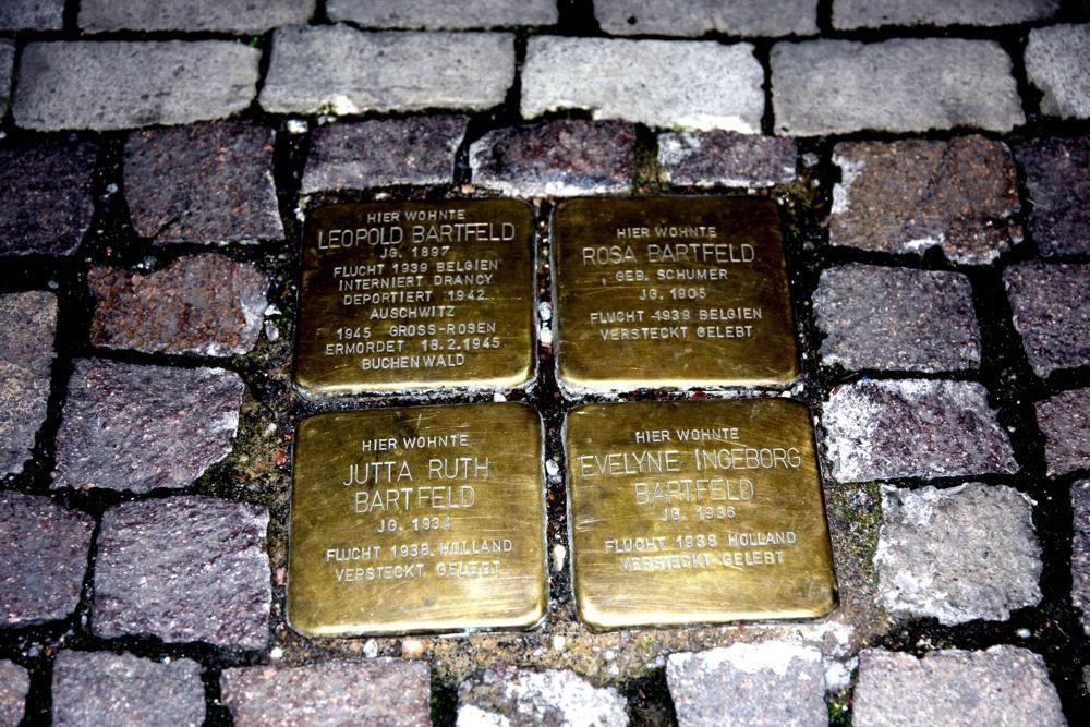 An der ehemaligen Wohnadresse von Leopold Bartfelds Familie sind seit Mai 2016 Stolpersteine eingelassen. Foto: L-IZ.de