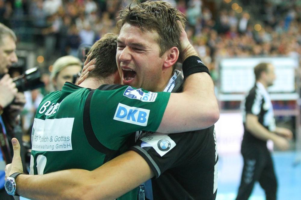 Sensationell: Der SC DHfK steht im Final-4! Trainer Christian Prokop jubelt ausgelassen mit Kapitän Lukas Binder. Foto: Jan Kaefer