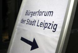 Das Bürgerforum als Förmchen. 70 Gäste trafen sich im Volkshaus. Foto: Alexander Böhm