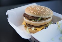 Burger der Fastfood-Ketten McDonald's. Foto: NGG Leipzig-Halle-Dessau