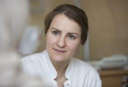 Zuhören, beraten, helfen: Diplom-Psychologin Tanja Götz ist Ansprechpartnerin für Frauen vor, während und nach der Schwangerschaft. Foto: Stefan Straube / UKL