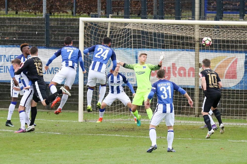 Ronny Surma legte mit seinem Treffer zum 1:0 den Grundstein für den Lok-Erfolg. Foto: Bernd Scharfe
