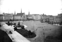 Ein Blick auf die Leipziger Innenstadt, dem heutigen Augustusplatz. 1914, bereits mit Mendebrunnen. Foto: Stadtarchiv Leipzig