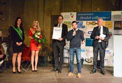 Leipziger Tourismuspreis 2016 – LTM-Geschäftsführer Volker Bremer (Mitte), rechts neben ihm Kanupark-Leiter Christoph Kirsten. Foto: Bernd Görne