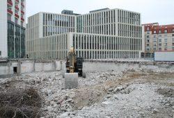 Baustelle für neue Wohnhäuser hinter der LWB-Zentrale - in diesem Fall noch keine Sozialwohnungen. Foto: Ralf Julke
