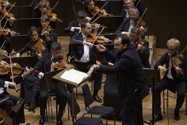 Andris Nelsons und das Gewandhausorchester. Foto: Alexander Böhm