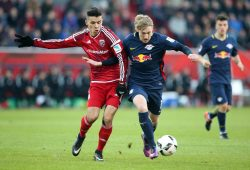 Alfredo Morales (Ingolstadt) and Emil Forsberg (RB Leipzig) im Zweikampt. Foto: GEPA pictures/Roger Petzsche