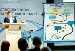 """Sara Schieferdecker vom B3 Institut bei der Auftaktkonferenz zum Gesamtprojekt """"Urbane Gewalt"""" am 30. November 2016. Foto: Dieter van Heesen"""