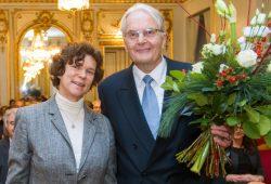 Rektorin Prof. Dr. Beate Schücking dankte dem Stifter Dr. Wolfgang Scheuffler. Foto: Universität Leipzig/Swen Reichhold
